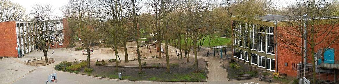 Schulhof von Altbau04Ausschn